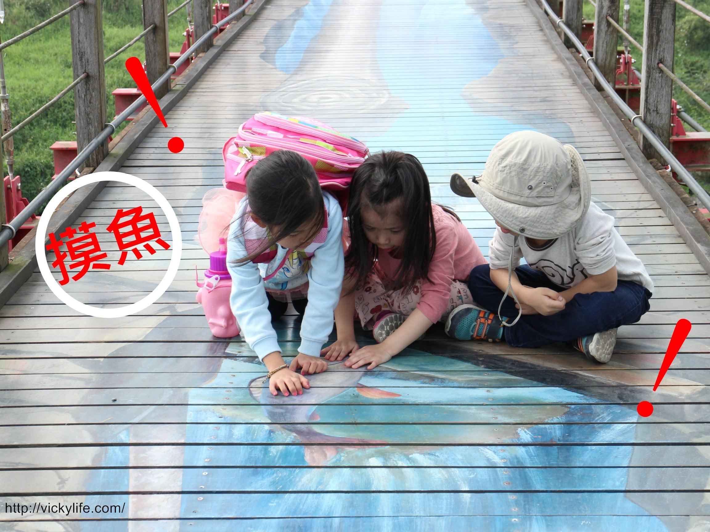 屏東景點︱萬巒彩繪吊橋:全台第一座3D彩繪吊橋,一定要來拍,鯊魚大口咬下萬巒豬腳的畫面