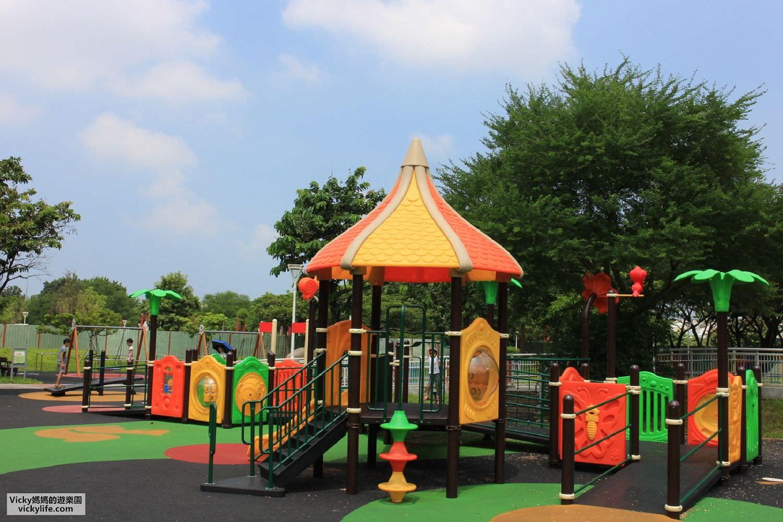 高雄親子景點︱衛武營都會公園共融遊戲場:月牙沙坑、超大型翹翹板、繩索攀岩牆、鳥巢鞦韆、海盜船,孩子都會喜歡的公園
