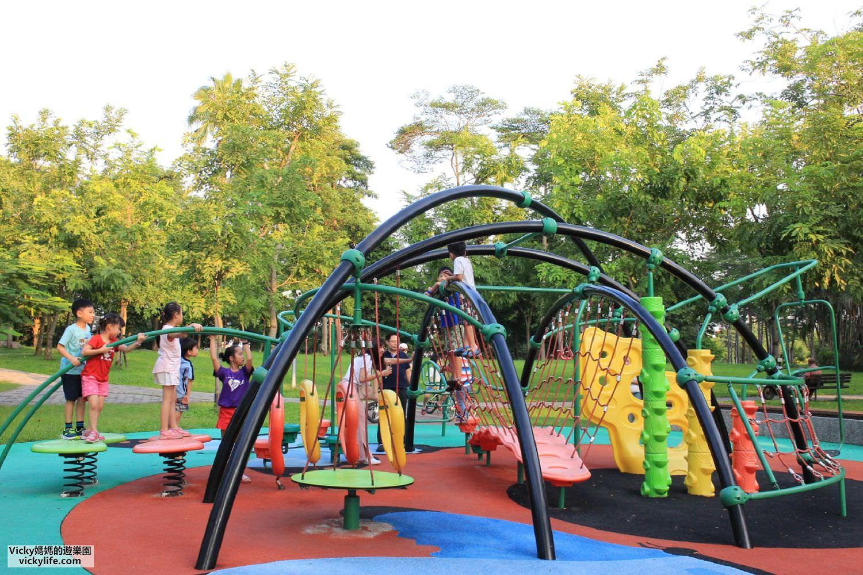 特色公園︱高雄金獅湖特色兒童遊戲場:以蝴蝶作畫的多樣性公園,有攀岩牆、吊單槓、攀爬繩網、轉盤、蛇版