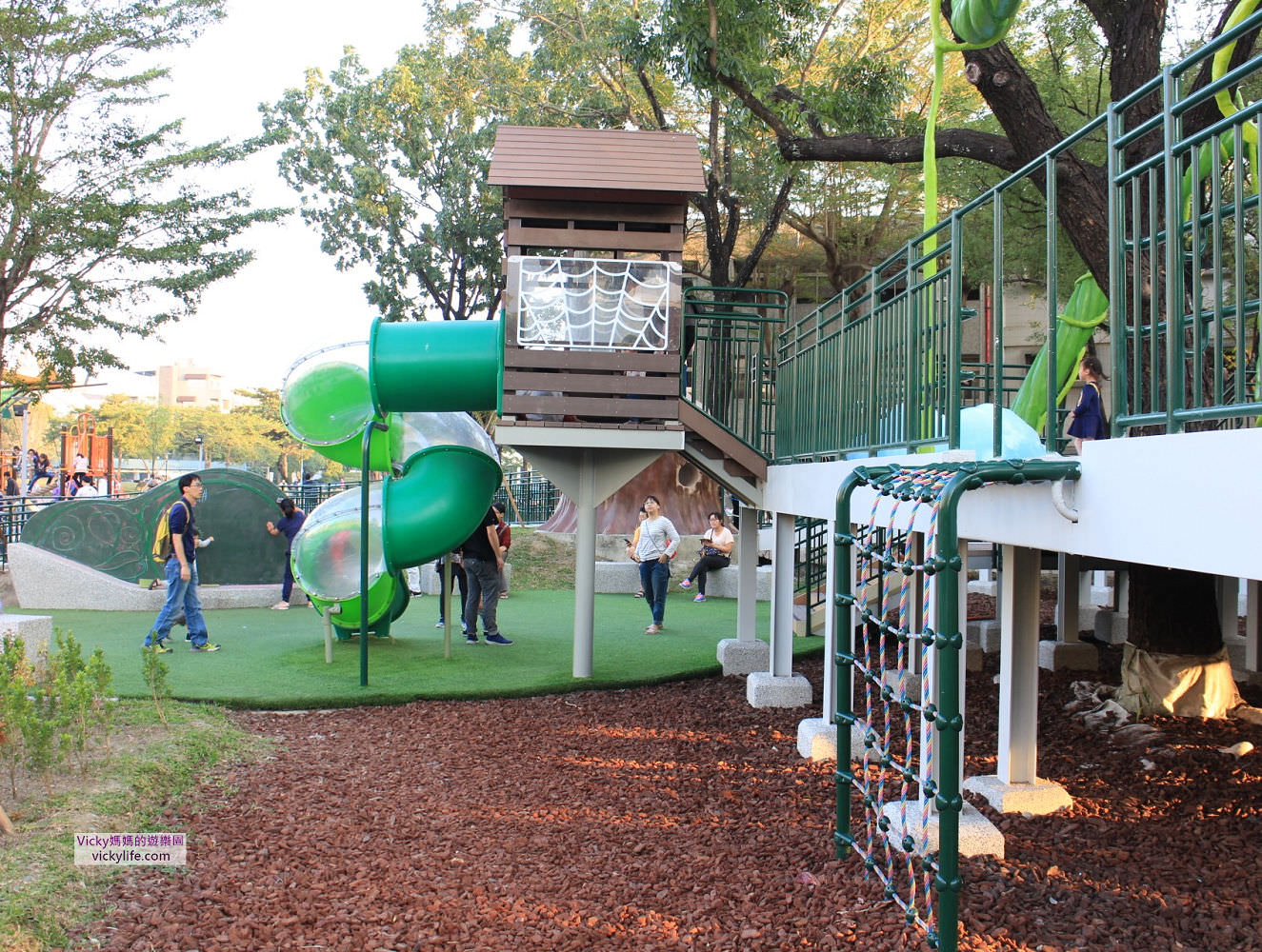 特色公園︱屏東親子景點︱和平公園:傑克樹屋、無障礙滑軌,超多第一的公園,好多孩子玩到天色暗還捨不得回家
