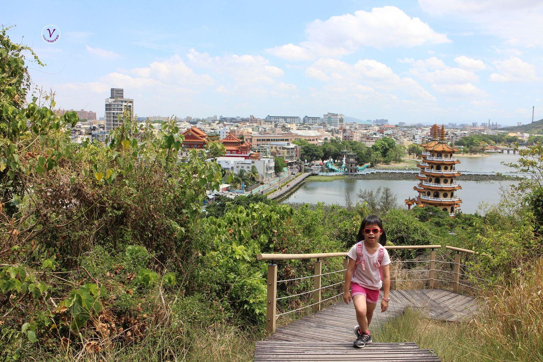 高雄親子登山步道︱龜山登山步道:不到10分鐘,登高望遠蓮池潭,左營美景就在腳下