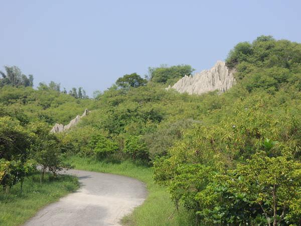 高雄景點︱彌陀漯底山自然公園:一起來登山、玩沙、賞石灰岩地形